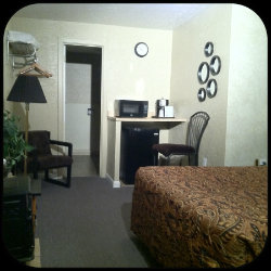 Comfortable Queen Deluxe Room with Pillowtop Mattress at SageNSand Motel Moses Lake